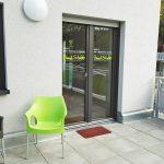 """Der Eingang in der """"Guud Stubb"""" im Goetheviertel in Kaiserslautern, ein Gemeinschaftsraum bei """"Nils - Wohnen im Quartier""""."""